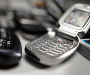 Price fixing suit against cell phone 